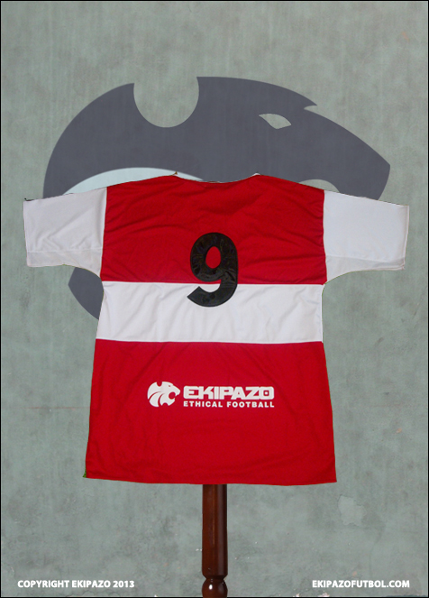 Maillot-de-football-rouge-et-blanc